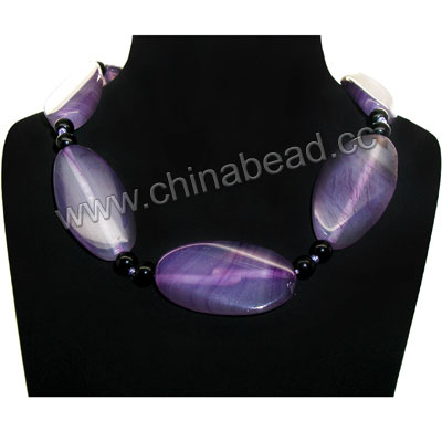 Fashion gemstone necklace, 20x40x5mm twisted flat oval purple banded agate beads and 6mm smooth round black onyx beads, 19x11x4mm brass lobster claw clasp in platinum plating, Approx 560mm in length, Sold by strands